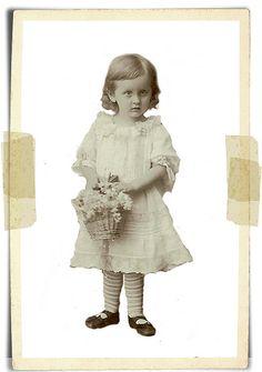 Vintage child with flower basket Antique Photos, Vintage Pictures, Vintage Photographs, Old Pictures, Vintage Images, Pretty Pictures, Old Photos, Victorian Paper Dolls, Vintage Paper Dolls