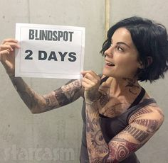Tonight is the series premiere of NBC's new Blindspot, which stars actress Jaimie Alexander as a Jane Doe who turns up in Times Square completely naked, with no memory of her past, and covere… Jaimie Alexander, Jamie Alexander Hair, Curly Hair Styles, Natural Hair Styles, Cut Her Hair, Hair Reference, Haircut And Color, Mi Long, Hair Today