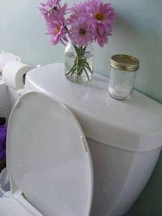 DICA GENIAL PARA DEIXAR SEU BANHEIRO FRESCO No banheiro, conserve um vidrinho de bicarbonato de sódio, com alguns furos na tampa. Pingue algumas gotas de óleo de essência no bicarbonato, e não esqueça de ir sacudindo-o de vez em quando. Com essa solução fácil e prática, seu banheiro se mantem fresco; experimente! fonte-https://www.pinterest.com/