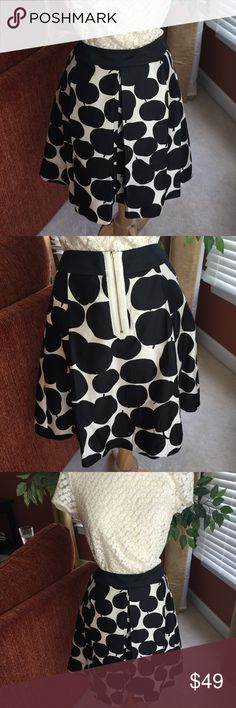 Juicy Couture 100% Silk Zipper Back Skirt. Simply Stunning! Juicy Couture Lined Black and Cream Pattern Silk Skirt accented with an Exposed Back Zipper. Wide waistband with beautiful kick pleats in front. 100% Silk  Excellent condition! Juicy Couture Skirts A-Line or Full