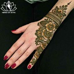 A beautiful inspiring henna design! Mehndi artist unknown so please if you come across this image and you are or you know the artist please comment below and I will add it to the description! Arabic Mehndi Designs, Mehndi Patterns, Bridal Mehndi Designs, Mehndi Designs For Hands, Simple Mehndi Designs, Henna Tattoo Designs, Mehndi Simple, Henna Tattoos, Rangoli Designs