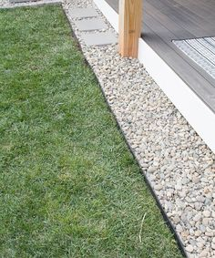 43 Best Lawn Edging Ideas Guide) Pretty Pebble Lawn Edge to Add Texture - Best Lawn Edging Ideas: Beautiful, Simple, Easy Lawn Borders, Landscape Edging, Garden Edges