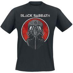 """Black fucking Sabbath : si vous ne connaissez pas le groupe, vous n'êtes pas un vrai Métalleux. Les légendes de la musique sombre et magique viennent se loger dans la moelle épinière de tous les fans de Métal depuis la fin des années 60. Novateur, sombre et chargé de sang, de sueur et de larmes, des albums tels que """"Master Of Reality"""", """"Heaven And Hell"""" et """"13"""" sont de véritables chefs-d'oeuvres. Tout ceux qui ont eu la chance de voir le groupe en concert savent que ces mecs sont…"""