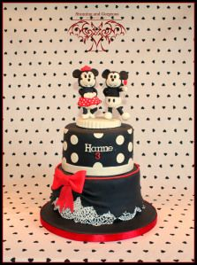 stunningandgorgeous.nl -actually this is one of my favourites! The Retro Mickey and Minnie cake....love it