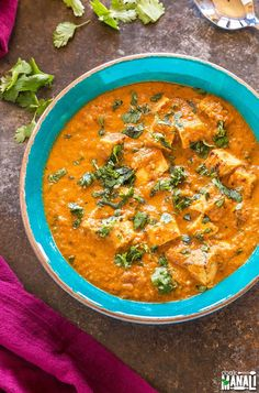 Delicious Tofu Tikka Masala is a vegetarian curry which is best enjoyed with naa. , Delicious Tofu Tikka Masala is a vegetarian curry which is best enjoyed with naan, rice or any flatbread of your choice! Find the recipe . Slow Cooker Tikka Masala, Vegan Tikka Masala, Masala Curry, Veggie Recipes, Indian Food Recipes, Cooking Recipes, Crockpot Recipes, Fast Recipes, Vegan Recipes