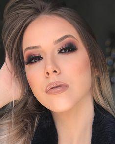 eye makeup - Unique Makeup & Beauty Trends for Ladies in 2019 Fashionsfield Eye Makeup Glitter, Blue Eye Makeup, Smokey Eye Makeup, Glam Makeup, Love Makeup, Makeup Inspo, Makeup Inspiration, Makeup Tips, Hair Makeup