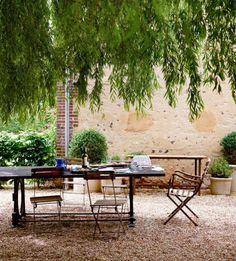 steingarten-anlegen-gartengestaltung-kies-splitt-romantisch-weiden-baum-mediterran