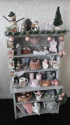 Pink dollhouse christmas cabinet made by Jolanda Knoop