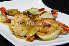 Ingredientes   750gr. de gambas   1 cabeça de alho (roxo de preferência)   2dl de azeite   2 colheres de sopa de molho Inglês   Sal qb ...
