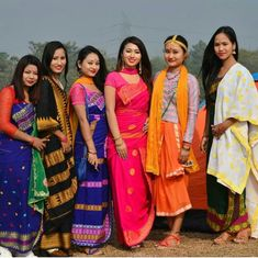 @pranita_nu_brahma #northeastyle #stayfashionablytraditional #assam #boro Stylish Photo Pose, Northeast India, Indian Photoshoot, Beauty Around The World, Ethnic Dress, Beautiful Asian Girls, Indian Girls, Traditional Dresses, Indian Beauty