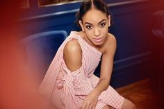 Meet @therealpearlmackie Youll recognize her from West End hit The Curious Incident of the Dog in the Night-Time and BBCs daytime soap Doctors. But youre going to be seeing way more of her in 2017 when she makes her Doctor Who debut as Peter Capaldis companion. On the best advice she's ever been given Pearl says: 'On my first day of filming @jenna_coleman_ sent me a bunch of flowers with a note saying that I didnt need any advice but if she was to tell me anything it would be something that…
