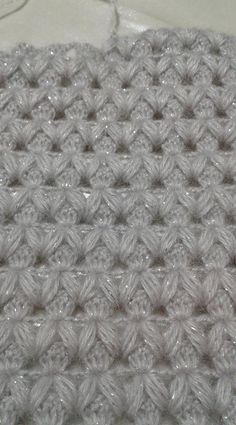 Learn how to create the Crochet Bead Stitch. The bead stitch is similar to a puff stitch but it is worked around a double crochet next to it instead. Learn to crochet beads stitch wh pretty and super stretchy crochet ribbing. I pinimg com Filet Crochet, Crochet Star Stitch, Crochet Stars, Crochet Motif, Knit Crochet, Crochet Stitches Patterns, Knitting Stitches, Baby Knitting, Stitch Patterns