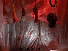 Membres du corps humain qui coulent de sang. Fait avec une pompe a eau et du colorant rouge. Bricolages / décorations d'halloween à fabriquer soi-même (DIY) expliquées étapes par étapes avec photos. Tous les détails de la réalisation sur : http://www.maisonhanteesecretqueen.com #halloween #maison #hantee #projet #decoration #decor #sang