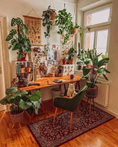 12 Inspiring Small Home Office Decor Ideas🌱😻 What do you like most about this room? Comment Down📩📩 Visit here to read the complete blog - Follow us @innovativedecorofficial 📸@evningcffee #workspace #homeworkspace #furnituredesign #HomeDecor Passion Deco, Creation Deco, Amazing Decor, Aesthetic Room Decor, Dream Rooms, Home Office Decor, Home Office Design, House Rooms, Bohemian Decor