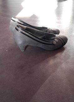 À vendre sur #vintedfrance ! http://www.vinted.fr/chaussures-femmes/escarpins-and-talons/24412542-escarpins-en-daim-gris