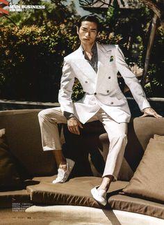 A dash of white for a timeless elegance #ETRO #ETROMan #ETROEditorials #HarpersBazaarChina