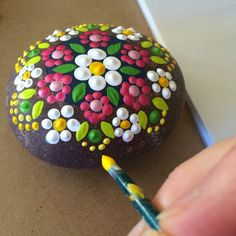 DIY Ideas Of Painted Rocks With Inspirational Picture And Words (77)