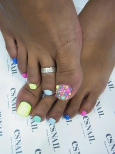 nails super cute with out the big toe dots