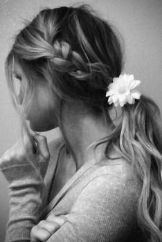 Floral Hairstyle - Soft and Simple