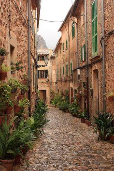 IMG_0879 | da gloria.serna Green Shutters, Roads, Europe, Explore, Street, Travel, Scenery, Majorca, Viajes