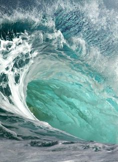 swerving wave (via 1yxpsodfb.tumblr)
