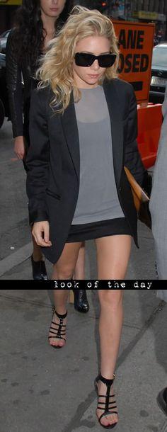 Ashley Olsen looking sleek in black and grey. #style #fashion #Olsentwins
