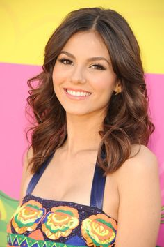 Victoria Justice: Victoria Justice went for a classic look, with bouncing curls and a pop of pink lipstick: an ideal warm-weather combination.