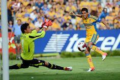 Tigres UANL derrotó 2-1 a Toluca, en partido amistoso, con goles de Elías y  Juninho.