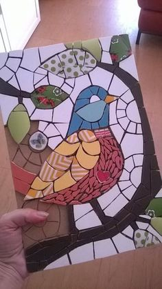 So clear, you can see the image perfectly. Mosaic Tile Art, Mosaic Pots, Mosaic Flower Pots, Mosaic Glass, Mosaic Animals, Mosaic Birds, Mosaic Art Projects, Mosaic Crafts, Mosaic Stepping Stones