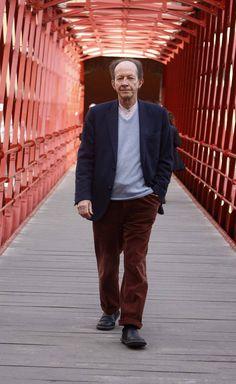 """Giorgio Agamben: """"El ciudadano es para el Estado un terrorista virtual"""" El filósofo denuncia que el estado de excepción se ha transformado en """"un instrumento normal de gobierno"""" con la excusa de la seguridad frente al terrorismo, quebrando la legitimidad del poder"""