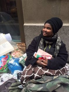 Nakesha Williams resisted help from social workers, friends and acquaintances, some who only knew her as a homeless woman, and others who knew of her past. Blessing Bags, Homeless People, Dim Lighting, Recent Events, Bright Lights, Ny Times, Nyc, The Unit, Social Workers