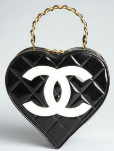 Queen of Hearts - Chanel Black Quilted Patent Leather Heart-Shaped Tote New Handbags, Chanel Handbags, Fashion Handbags, Purses And Handbags, Fashion Bags, Designer Handbags, Coco Chanel, Chanel Black, Gucci