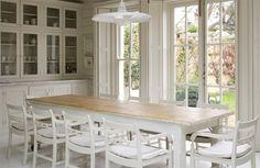 decoracion cocina en colores suaves , mesa de comedor madera