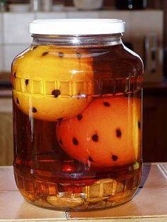 Narancs, fahéj, szegfűszeg, vanília, kávé, mind illenek a Karácsony hangulatába. Már most el kell kezdeni készülni, ha ezzel az ünnepi itallal tervezzük elkényeztetni szeretteinket. Két kezeletlen héjú, bionarancsot spékeljünk meg 24 szem kávéval. Áztassuk tisztaszeszbe vagy semleges ízű pálinkába (almapálinka, vodka), néhány hétre. Nem rontjuk el, ha áztatunk mellé néhány szem fügét, sárgabarackot, kardamom magot, egy darabka vaníliát, fahéjat, pár szem szegfűszeget is. Állítsuk be a… Cooking Recipes, Healthy Recipes, Hungarian Recipes, Gourmet Gifts, Trifle, Food And Drink, Yummy Food, Baking, Drinks