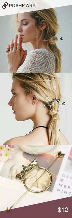 Free People Big Sky Half Up Holder Etched metal half up holder set. Adorned with metal accents, this hair ornament featuring a matching arrow shaped metal hair pin.  Antique golden bronze colorway. Brand new without tags! Free People Accessories Hair Accessories