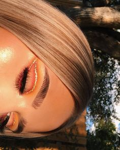 ImageFind images and videos about makeup, eyes and make up on We Heart It - the app to get lost in what you love. Makeup Eye Looks, Cute Makeup, Glam Makeup, Pretty Makeup, Skin Makeup, Eyeshadow Makeup, Makeup Tips, Beauty Makeup, Eyeliner