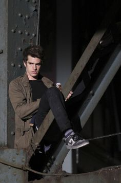 Andrew Garfield in The Amazing Spider-Man Andrew Garfield Spiderman, Andy Garfield, Gwen Stacy, Remus Lupin, Amazing Spiderman, Emma Stone, Tom Holland, Cute Guys, Male Hairstyles