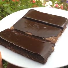 One of my early #Leanin15 videos🙈 A bit lacklustre but worth a #Repost as I know you lot love a bit of chocolate! #Guilty As Charged your honour 🙌🍫 Give these protein flapjacks a crack at home with @lucybeecoconut and @myprotein impact whey protein 💪#Leanin15 #protein #treats #flapjacks