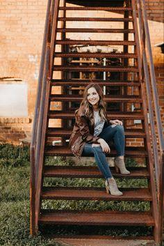 Summer Senior Pictures, Unique Senior Pictures, Country Senior Pictures, Senior Photos Girls, Senior Girls, Downtown Senior Pictures, Cowgirl Senior Pictures, Outside Senior Pictures, Girl Photos