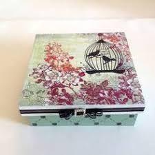 Resultado de imagem para caixas de mdf decoradas com stencil Cigar Box Art, Shabby, Diy Projects To Try, Vintage Wood, Decorative Boxes, Collage, Cards, Painting, Anna