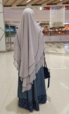I love that – Hijab Club Hijab Gown, Hijab Style Dress, Hijab Outfit, Turkish Fashion, Islamic Fashion, Burqa Designs, Niqab Fashion, Muslim Women Fashion, Muslim Dress