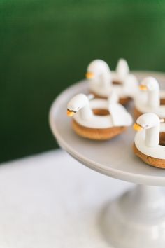swan birthday party | swan donuts | birthday party ideas