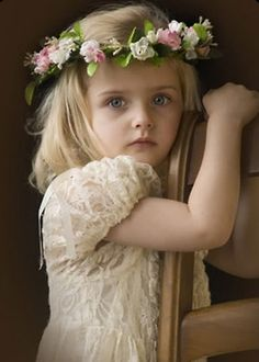 Gorgeous photo - beautiful flower crown for a flower girl Precious Children, Beautiful Children, Beautiful Babies, Beautiful Eyes, Cute Kids, Cute Babies, Foto Baby, Baby Kind, Little Princess