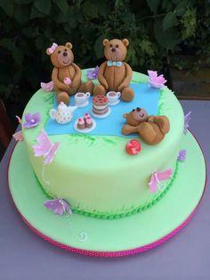 Teddy bear picnic cake Picnic Birthday, Tea Party Birthday, First Birthday Cakes, Birthday Cake Girls, Bear Birthday, 2nd Birthday, Birthday Ideas, Teddy Bear Party, Teddy Bear Cakes
