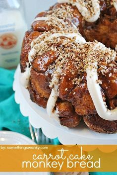 Carrot cake = one of my favorite things in the world. Monkey bread = one of my OTHER favorite things in the world. Carrot cake monkey bread = MUST TRY THIS RECIPE! Just Desserts, Delicious Desserts, Yummy Food, Easter Desserts, Easter Food, Easter Recipes, Tasty, Monkey Bread, Cake Mix Recipes