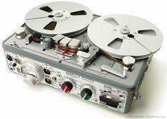 La maquina que se usaba para escuchar el audio de los Real to Real.