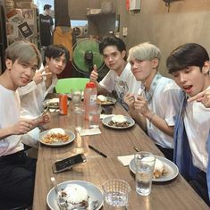 Korean Entertainment Companies, Boy Groups, Fangirl, Entertaining, Heart, Places, Pictures, Amor, Woodwind Instrument