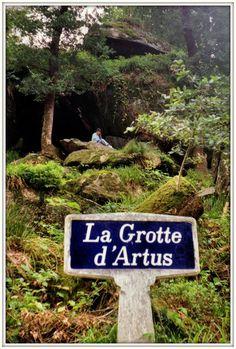 La légendaire forêt de Huelgoat - La Grotte d'Artus, Bretagna