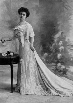 Ball gown, Newfirm, 1902.