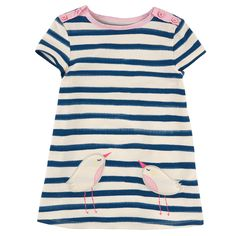 Stretch cotton jersey dress with ivory and dark blue stripes. Round neck with a light pink cotton trim. Button opening on both shoulders. Short sleeves. Two small birds on the hem. - 35,00 €
